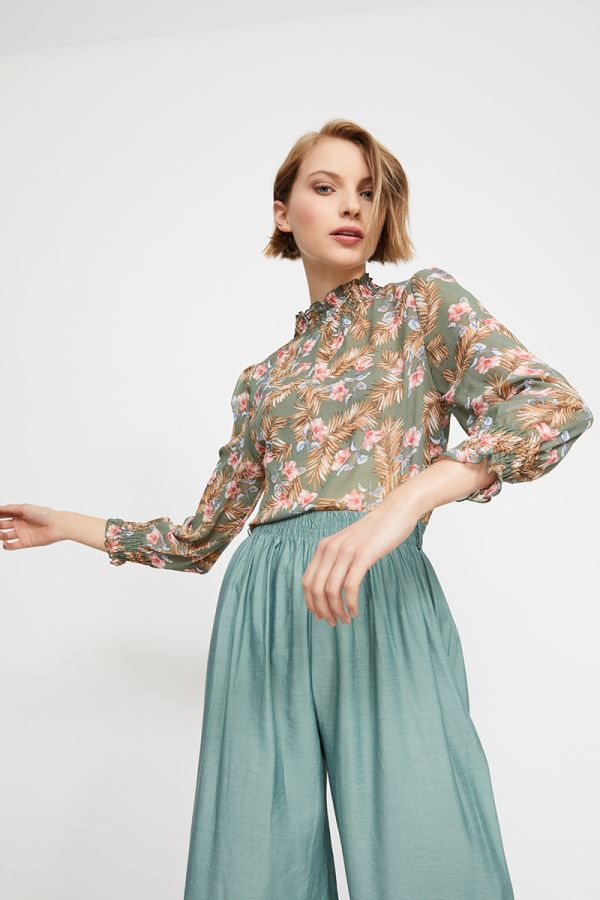 AGATHA SMOCK NECK AND SLEEVE TOP